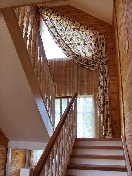 шторы на лестницу фото в доме